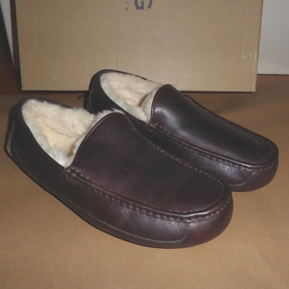 2e83c4d35917 NIB UGG Men s Ascot China Tea Leather Slippers